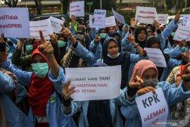 Demo ricuh, Kapolresta Pekanbaru dan pelajar dilarikan ke RS