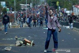 Bentrok mahasiswa-polisi di Makassar Page 2 Small