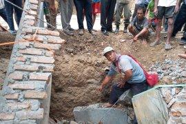 Apong warga Cianjur tewas tertimpa bangunan kamar mandi