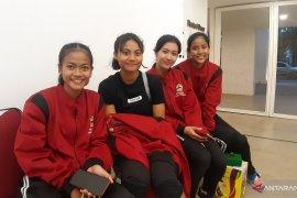Pemenang estafet 4x100 putri senang banggakan kampusnya