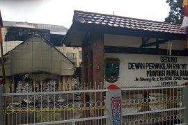 Anggota DPRD Papua Barat diperiksa terkait pembakaran kantor