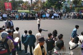 Tuntut DPR tidak melemahkan KPK, Mahasiswa Garut gelar demo
