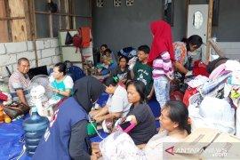 PMI bantu ratusan pengungsi korban kebakaran lapak daur ulang limbah di Tangerang