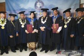 Arif Satria: Kelulusan Kahiyang dan Bobby kabar gembira bagi Presiden