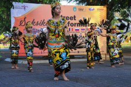 Tarian lokal tampil perdana pada pembukaan TIFAF