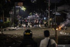 Kemarin,  dugaan demo mahasiswa disusupi hingga ibu cari anaknya di DPR