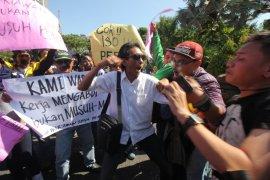 Puluhan jurnalis di Surabaya aksi tolak kekerasan terhadap jurnalis