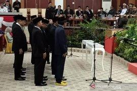 Hendra Apollo kenakan sneakers Rp15 juta saat pelantikan