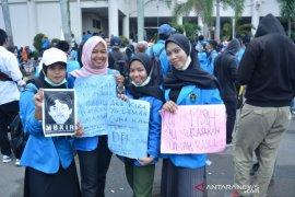 Beragam poster kocak saat mahasiswa Kalbar demo tolak RUU KUHP dan KPK