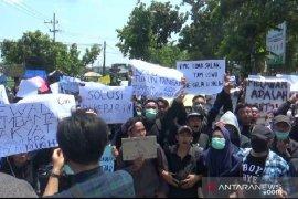 Ratusan mahasiswa Madiun demo tolak RKUHP dan Revisi UU KPK