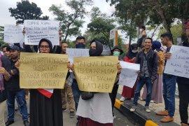 Demo RUU KPK dan RKUHP, Masyarakat lakukan aksi di DPRD Riau