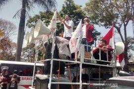 Mahasiswa kembali aksi ke DPRD Garut, merembet persoalkan pemda
