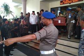 Empat jenazah korban kericuhan Wamena tiba di Padang