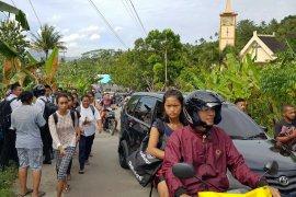 Khawatir tsunami, warga Leihitu panik mengungsi ke dataran tinggi