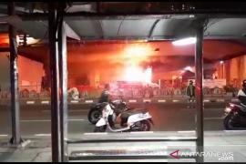 Pos polisi Tomang Jakarta Barat dibakar perusuh