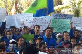 Giliran BEM Universitas Muhammadiyah Jember demo tolak RKUHP dan UU KPK