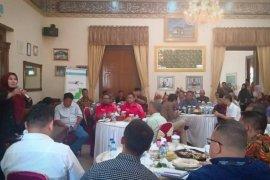 Bupati Irna ngopi bareng bersama para investor