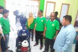 Mukomuko bagikan mesin pencacah sampah kepada sekolah