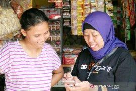 Bermodal ponsel, ibu rumah tangga ini bantu ekonomi keluarga