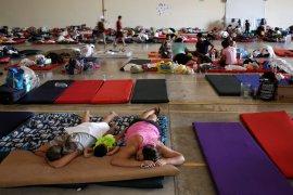 Anak-anak Meksiko menggigil di tenda-tenda di perbatasan AS