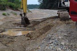 Tambang batu Mukomuko tetap beroperasi tanpa izin