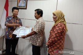 Pemprov Bangka Belitung serahkan penghargaan untuk tiga koperasi berprestasi