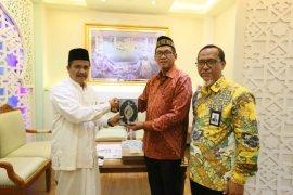 Diregsum PT PLN serahkan Al Quran untuk Masjid Raya Baiturrahman