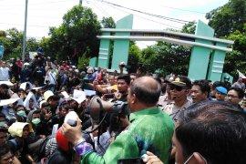 Mahasiswa demo ke DPRD Tebing Tinggi