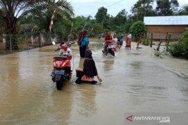 Siswa dua sekolah di Aceh Barat tak bisa belajar karena  banjir