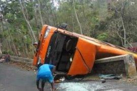 Minibus terguling di Jombang, dua penumpang meninggal