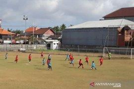 Tim Bali United Putri lawan PFA U-13 bermain imbang 2-2