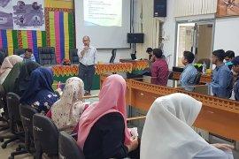 Kabiro Antara Aceh berbagi ilmu jurnalistik dengan mahasiswa hukum Unsyiah