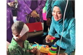 Istri Gubernur dan istri Wagub Maluku kunjungi korban gempa