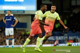 Pasukan Pep Guardiola menang mudah di markas Everton