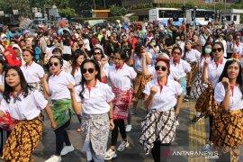 """""""Flash dance"""" wanita muda dukung KPK"""