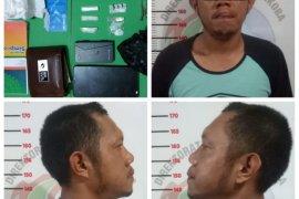Gerebek rumah, polisi temukan sabu-sabu dan puluhan butir  ekstasi