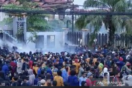 Aksi unjuk rasa mahasiswa di Samarinda kembali ricuh