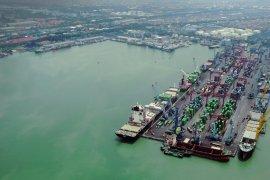 Arus petikemas di Tanjung Perak tembus target