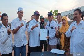 Gubernur tandatangani anggaran Pilkada Kalsel di Posko Karhutla