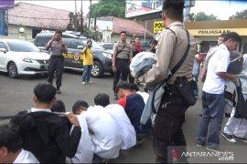 Polisi Kota Sukabumi amankan puluhan pelajar yang akan unjuk rasa ke Jakarta