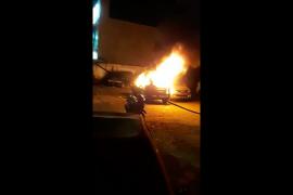 Massa bakar satu unit mobil di depan Polsek Tanah Abang