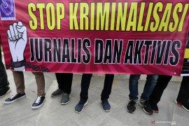 Seorang wartawan terluka saat liputan demontrasi di kantor DPRD Kepri