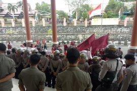 Mahasiswa IMM Sintang geruduk kantor dewan