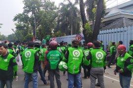Video aksi ojol di kantor Konjen Malaysia Medan