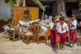 Bangunan Sekolah Ambruk Di Karawang