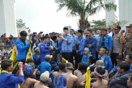 Mahasiswa unjuk rasa di gerbang KP3B kritisi kinerja Gubernur Banten