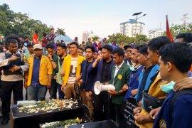 Mahasiswa jelaskan aksinya  untuk kawal DPR tuntaskan agenda reformasi