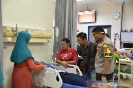 15 siswa dirawa akibat ruang kelas SMPN 2 Plumbon Cirebon ambruk