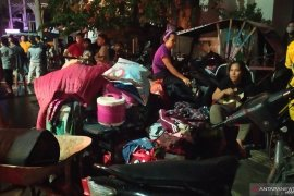 Isak tangis dan jeritan warnai proses pemadaman kebakaran di Jalan S Parman Medan