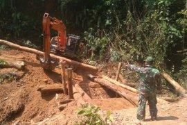 TNI dan rakyat bangun tujuh jembatan di daerah perbatasan